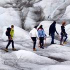 Vi kan anbefale at komme på en guidet gletsjervandring og komme tæt på naturens kræfter.