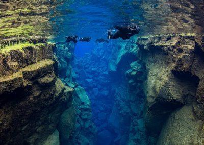 Snorkle ved Thingvellir Silfra i Island.