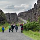 Gå mellem de tektoniske plader it Thingvellir Nationalpark (på UNESCO verdensarvlisten).