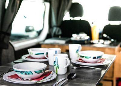 Auto Camper Van i Island - smart indrettet køkken
