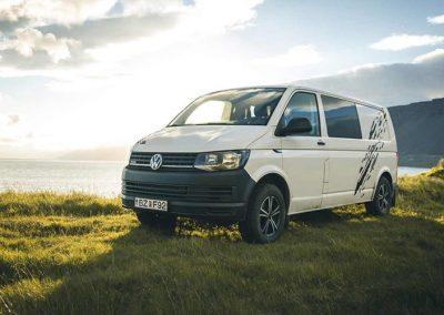 Auto Camper Van i Island - sov i naturen