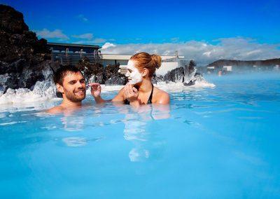 I Blue Lagoon er det populært at smøre kisel i ansigtet