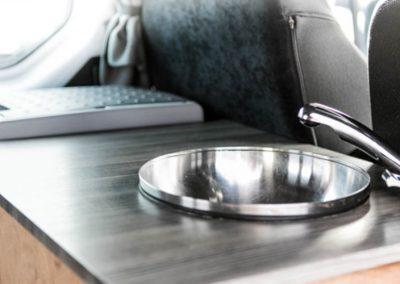 Auto Camper Van i Island - køkkenvask