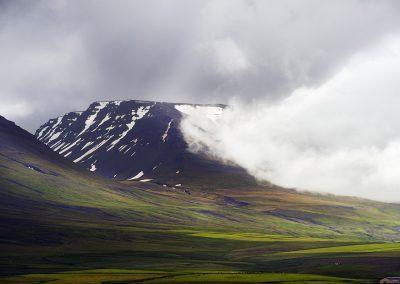 Dramatisk bjerg ved Akurey