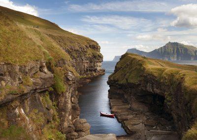Den smukke naturhavn på Færøerne. Oplev den smukke natur med Færøernerejser - en del af Islandsrejser.