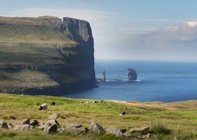Storslået og smuk natur på Færøerne - oplev den med Færøernerejser.