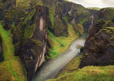 Slugten Fjadrargljufur kan opleves tæt på Kirkjubæjarklaustur :: foto: Lars Viberg - ISLANDSREJSER