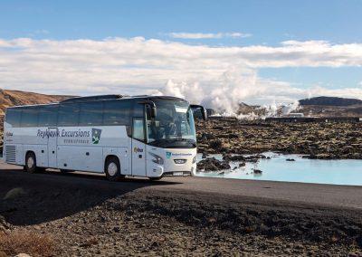 Flybus via Blue Lagoon på kør-selv ferie bilferie og grupperejser med ISLANDSREJSER