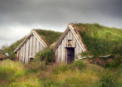 Gamle tørvehuse ved Vestfjordene :: foto: Lars Viberg - ISLANDSREJSER