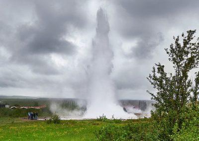 Gejseren Strokkur ved Geysir geotermiske område - Den Gyldne Cirkel i Island