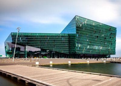 Kulturhuset Harpa på havnen i Reykjavik