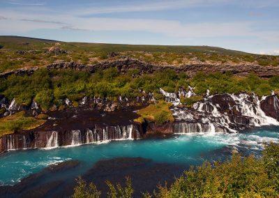 De smukke Hraunfossar vandfald i Borgarfjördur området :: foto: Lars Viberg - ISLANDSREJSER