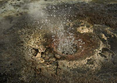 Kogende vandhuller i Hveravellir geotermiske område inde midt i højlandet
