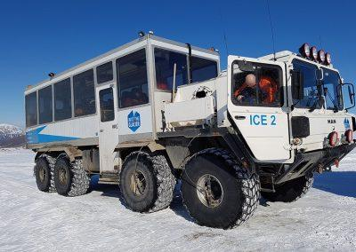 Into the glacier / Ind i gletsjeren i Island på kør-selv ferie og bilferie med ISLANDSREJSER