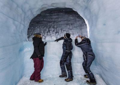 Into the glacier - Ind i gletsjeren i Island på kør-selv ferie og bilferie med ISLANDSREJSER