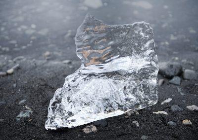 Ved Jökulsárlón kan man finde de klareste isstykker :: foto: Lars Viberg - ISLANDSREJSER