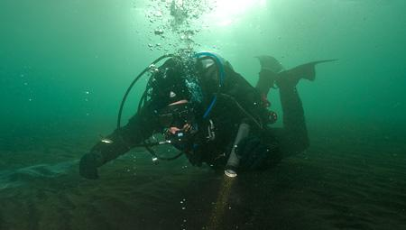 Geotermisk dykning ved Kleifervatn i Island