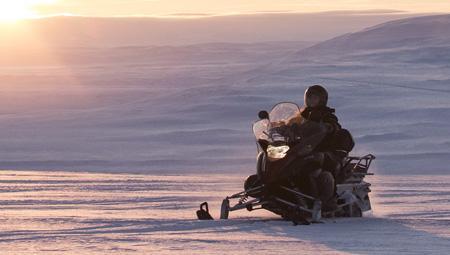 Snescooter i Island på Langjökull-gletsjeren