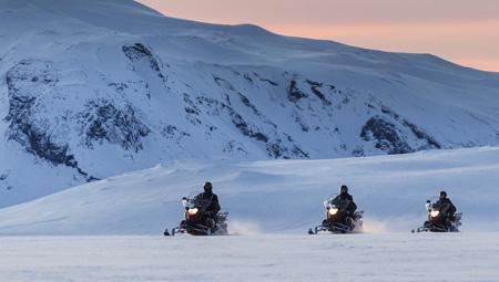 Snescooter i Island på Vatnajökull-gletsjeren
