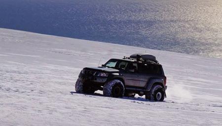 Super-Jeep på Eyjafjallajökull - gletsjeren med askeskyen i 2010