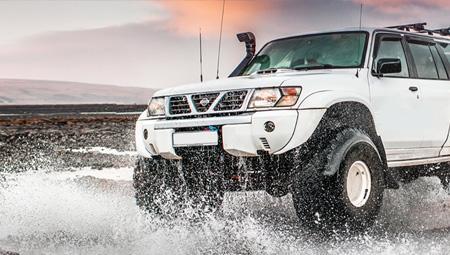 Super Jeep i det storslåede Thorsmörk i højlandet i Island