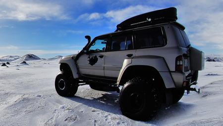 Super Jeep i den berømte Gyldne Cirkel i Island