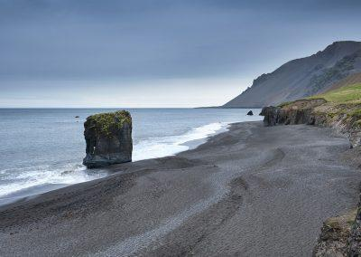 Klippe ved kysten omkring Lækjavik i den sydlige del af Østfjordene