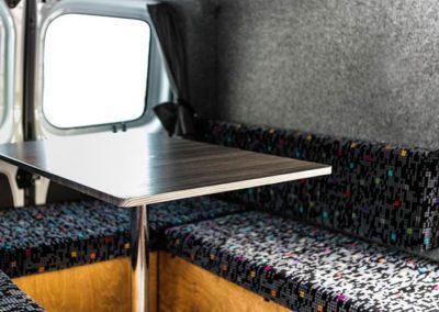 Auto Camper Van i Island - spisebord