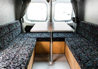 Auto Camper Van i Island - spiseplads