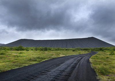 Hverfjall-krateret ved Mývatn - her kan man gå rundt langs kanten af krateret