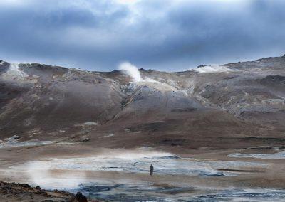 Farverige bjerge omkring det geotermiske område ved Námaskard