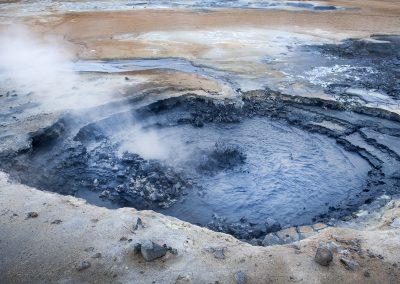 Kogende mudderhul ved det geotermiske Námaskard