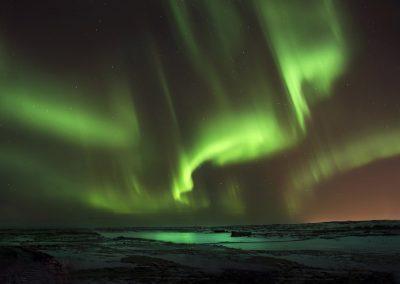 Nordlyset danser over himlen - på Reykjanes-halvøen
