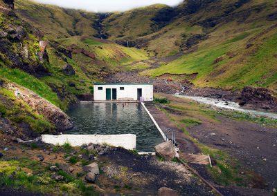 Den geotermiske pool Sejlavallalaug ved sydkysten