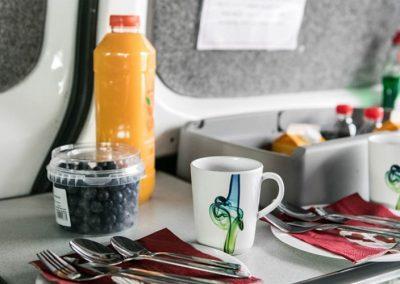 Auto Camper Van i Island - køkken