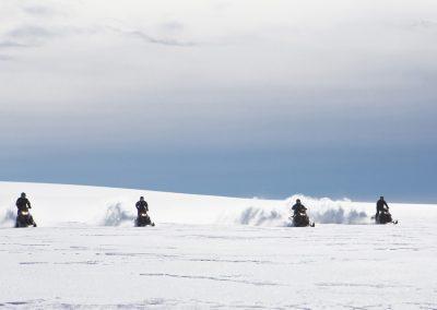 Snescooter på Langjökull-gletsjeren i Island