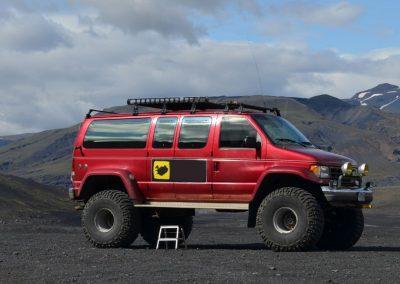 Dagtur i Super Jeep til vilde Thorsmörk i Island på kør-selv ferie og bilferie med ISLANDSREJSER