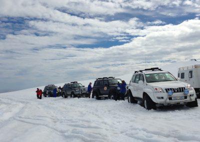 Super Jeep på Vatnajökull-gletsjeren i Island