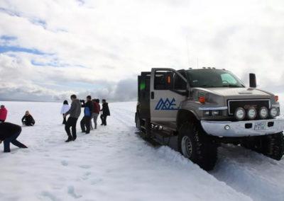 Super Jeep på Vatnajökull-gletsjeren i Island på kør-selv ferie og bilferie med ISLANDSREJSER