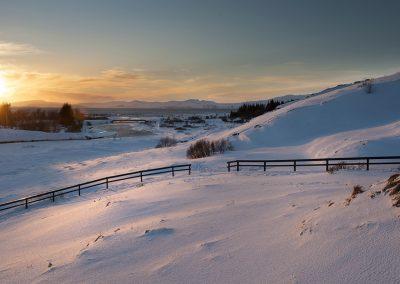 Smukt vinterlandskab ved Thingvellir med udsigt over Thingvallavatn