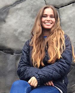 Mia Viberg fra Islandsrejser hjælper dig med at arrangere din rejse til Island.