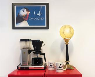 Der er altid kaffe på kanden hos ISLANDSREJSER. Kom og få en snak om Island.