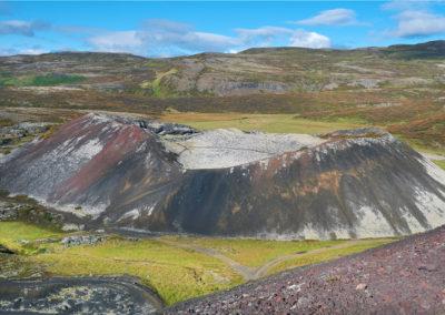 Grabrok-krateret i det vestlige Island på kør-selv ferie bilferie og grupperejser i Island med ISLANDSREJSER