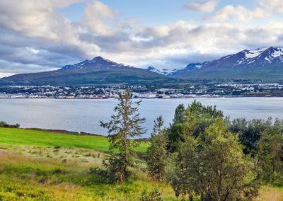 Udsigt til Akureyri på kør-selv ferie bilferie og grupperejser i Island med ISLANDSREJSER