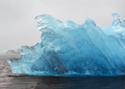 Blå isbjerge ved Jökulsárlón på kør-selv ferie bilferie og grupperejser i Island med ISLANDSREJSER