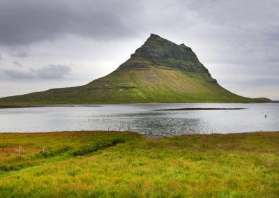Kirkjufell på Snæfells-halvøen på kør-selv ferie bilferie og grupperejser i Island med ISLANDSREJSER