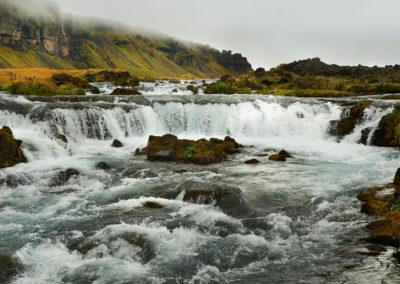 Vandfald ved ringvejen mod syd i Island på kør-selv ferie bilferie og grupperejser i Island med ISLANDSREJSER