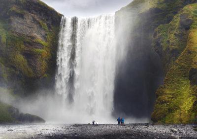 Skogafoss-vandfaldet ved sydkysten på kør-selv ferie bilferie og grupperejser i Island med ISLANDSREJSER