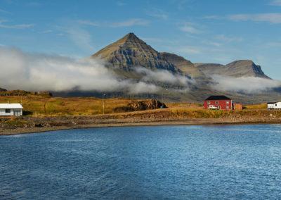 Djupivogur og smukke bjerge på kør-selv ferie bilferie og grupperejser i Island med ISLANDSREJSER