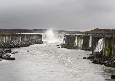 Selfoss-vandfaldet ved Dettifoss på kør-selv ferie bilferie og grupperejser i Island med ISLANDSREJSER